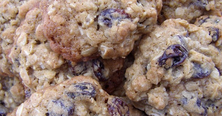 Oatmeal Raisin Cookies – Thick and Chewy